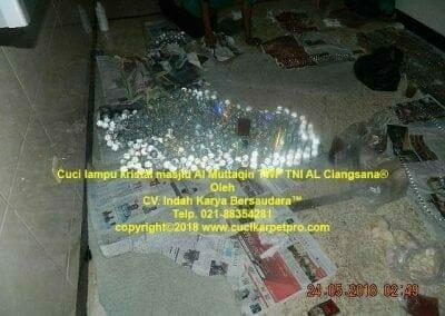 cuci-lampu-kristal-masjid-al-muttaqin-30