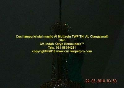 cuci-lampu-kristal-masjid-al-muttaqin-33