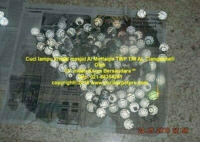 cuci-lampu-kristal-masjid-al-muttaqin-41