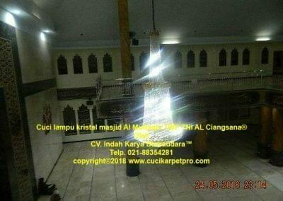 cuci-lampu-kristal-masjid-al-muttaqin-47