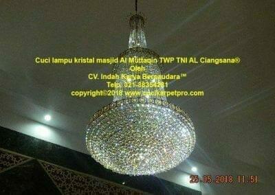 cuci-lampu-kristal-masjid-al-muttaqin-83