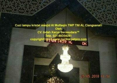 cuci-lampu-kristal-masjid-al-muttaqin-84