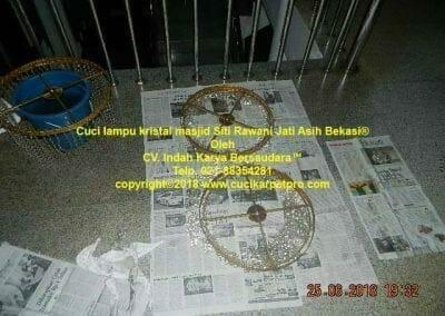 cuci-lampu-kristal-masjid-siti-rawani-102