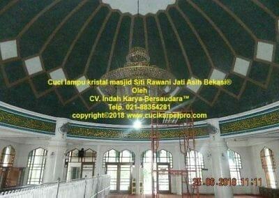 cuci-lampu-kristal-masjid-siti-rawani-19