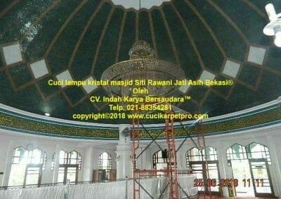 cuci-lampu-kristal-masjid-siti-rawani-20
