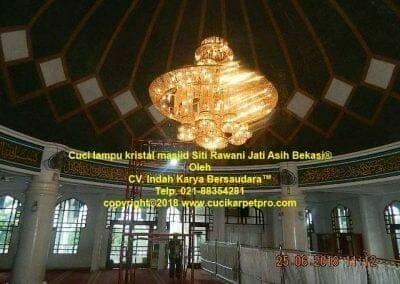cuci-lampu-kristal-masjid-siti-rawani-21