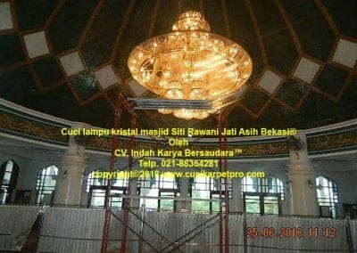 cuci-lampu-kristal-masjid-siti-rawani-22