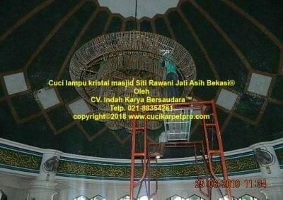 cuci-lampu-kristal-masjid-siti-rawani-27