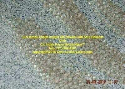 cuci-lampu-kristal-masjid-siti-rawani-33
