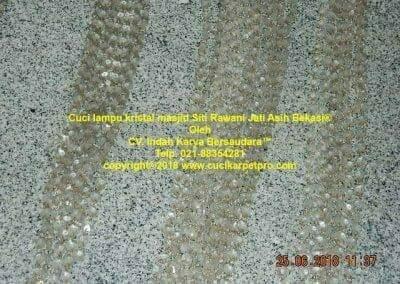 cuci-lampu-kristal-masjid-siti-rawani-34