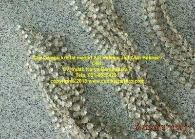 cuci-lampu-kristal-masjid-siti-rawani-37