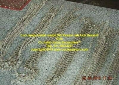 cuci-lampu-kristal-masjid-siti-rawani-38