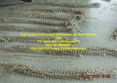 cuci-lampu-kristal-masjid-siti-rawani-54