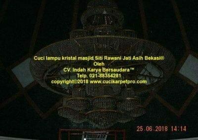 cuci-lampu-kristal-masjid-siti-rawani-62