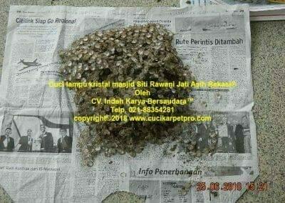 cuci-lampu-kristal-masjid-siti-rawani-70