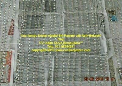 cuci-lampu-kristal-masjid-siti-rawani-72