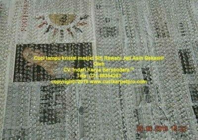 cuci-lampu-kristal-masjid-siti-rawani-76