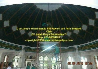 cuci-lampu-kristal-masjid-siti-rawani-78