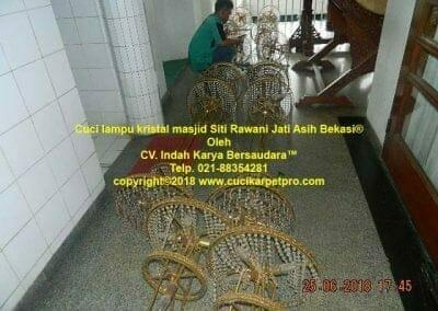 cuci-lampu-kristal-masjid-siti-rawani-94