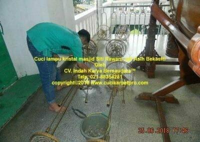 cuci-lampu-kristal-masjid-siti-rawani-96