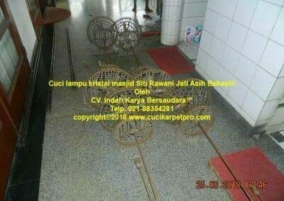 cuci-lampu-kristal-masjid-siti-rawani-98