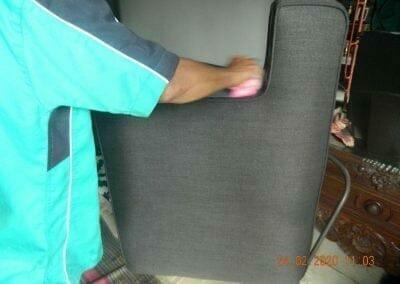 cuci-sofa-ibu-erlin-04
