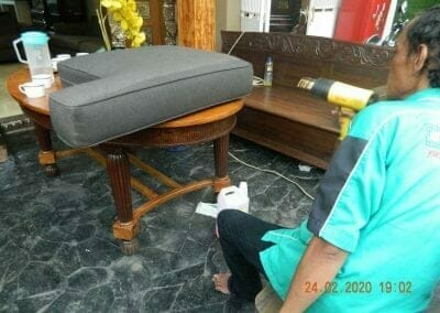 cuci-sofa-ibu-erlin-08
