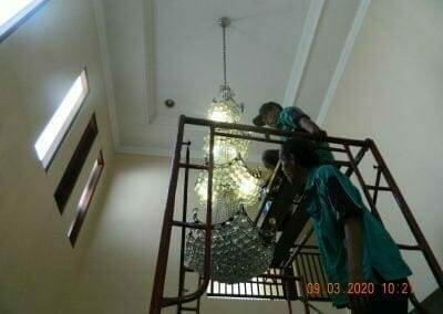 cuci-lampu-kristal-di-mutiara-sanggraha-08