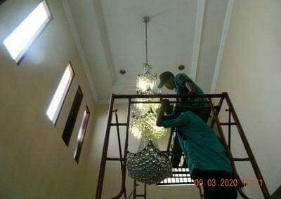 cuci-lampu-kristal-di-mutiara-sanggraha-09