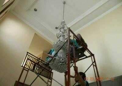 cuci-lampu-kristal-di-mutiara-sanggraha-12