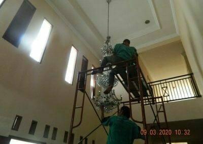 cuci-lampu-kristal-di-mutiara-sanggraha-14