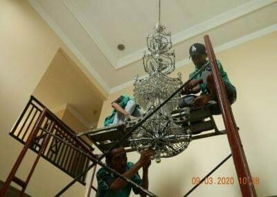 cuci-lampu-kristal-di-mutiara-sanggraha-15