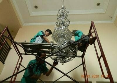cuci-lampu-kristal-di-mutiara-sanggraha-16