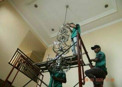 cuci-lampu-kristal-di-mutiara-sanggraha-28