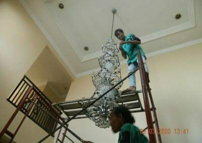 cuci-lampu-kristal-di-mutiara-sanggraha-33