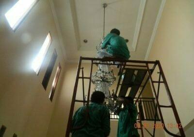 cuci-lampu-kristal-di-mutiara-sanggraha-35