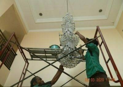 cuci-lampu-kristal-di-mutiara-sanggraha-37