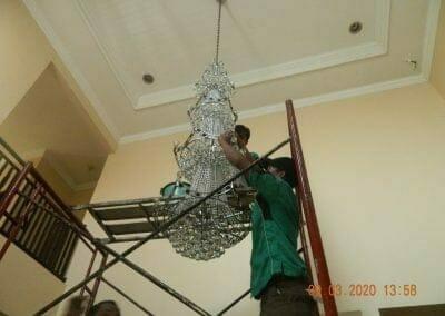cuci-lampu-kristal-di-mutiara-sanggraha-38