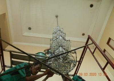 cuci-lampu-kristal-di-mutiara-sanggraha-39
