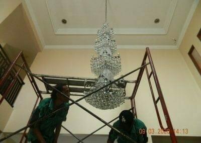 cuci-lampu-kristal-di-mutiara-sanggraha-43
