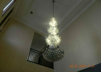 cuci-lampu-kristal-di-mutiara-sanggraha-48