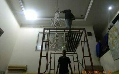 Cuci lampu kristal di perumahan Raffles Hills Cibubur