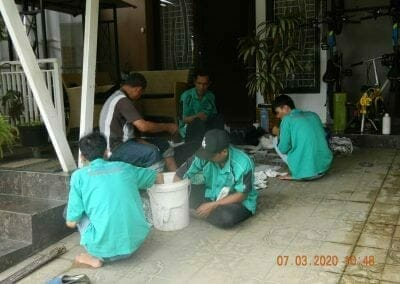 cuci-lampu-kristal-haji-sabilan-19