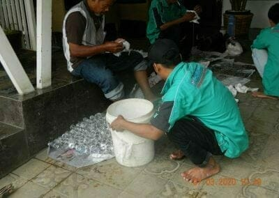 cuci-lampu-kristal-haji-sabilan-22