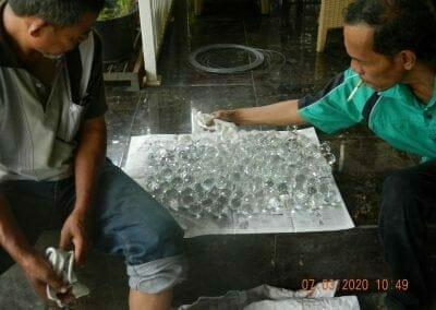 cuci-lampu-kristal-haji-sabilan-25