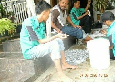 cuci-lampu-kristal-haji-sabilan-28