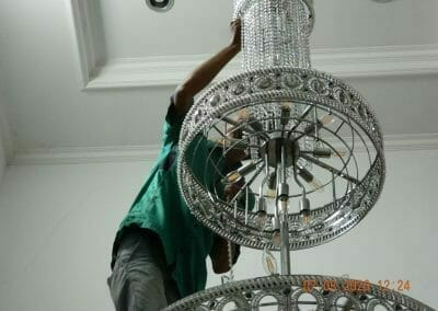 cuci-lampu-kristal-haji-sabilan-37
