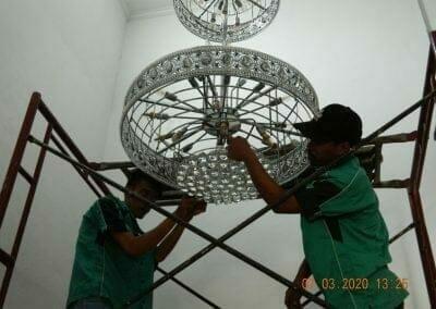 cuci-lampu-kristal-haji-sabilan-45