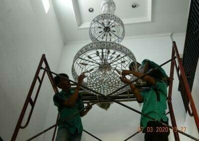 cuci-lampu-kristal-haji-sabilan-47