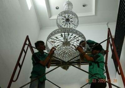 cuci-lampu-kristal-haji-sabilan-48